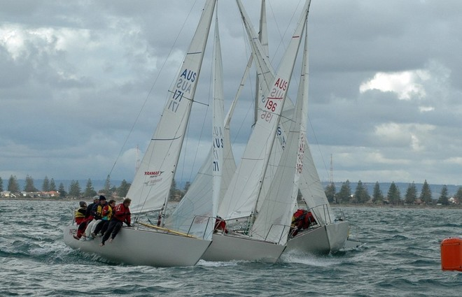 Suda and Wallis in close battle - 2009 J24 Asia - Pacific Championship - Traci Ayris